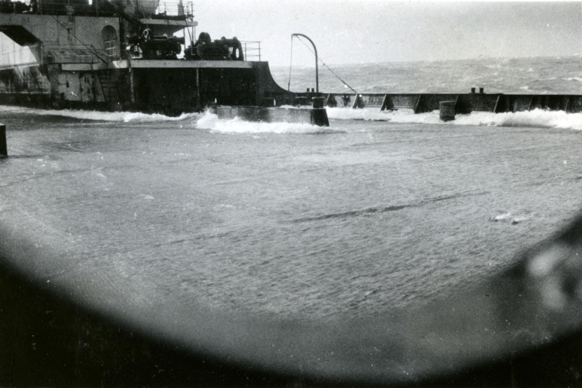 På hjemturen ble det høy sjø. - Ombord i Fl/K ' Vestfold' (b. 1931, Furness Shipbuilding Co. Ltd, Haverton Hill).
