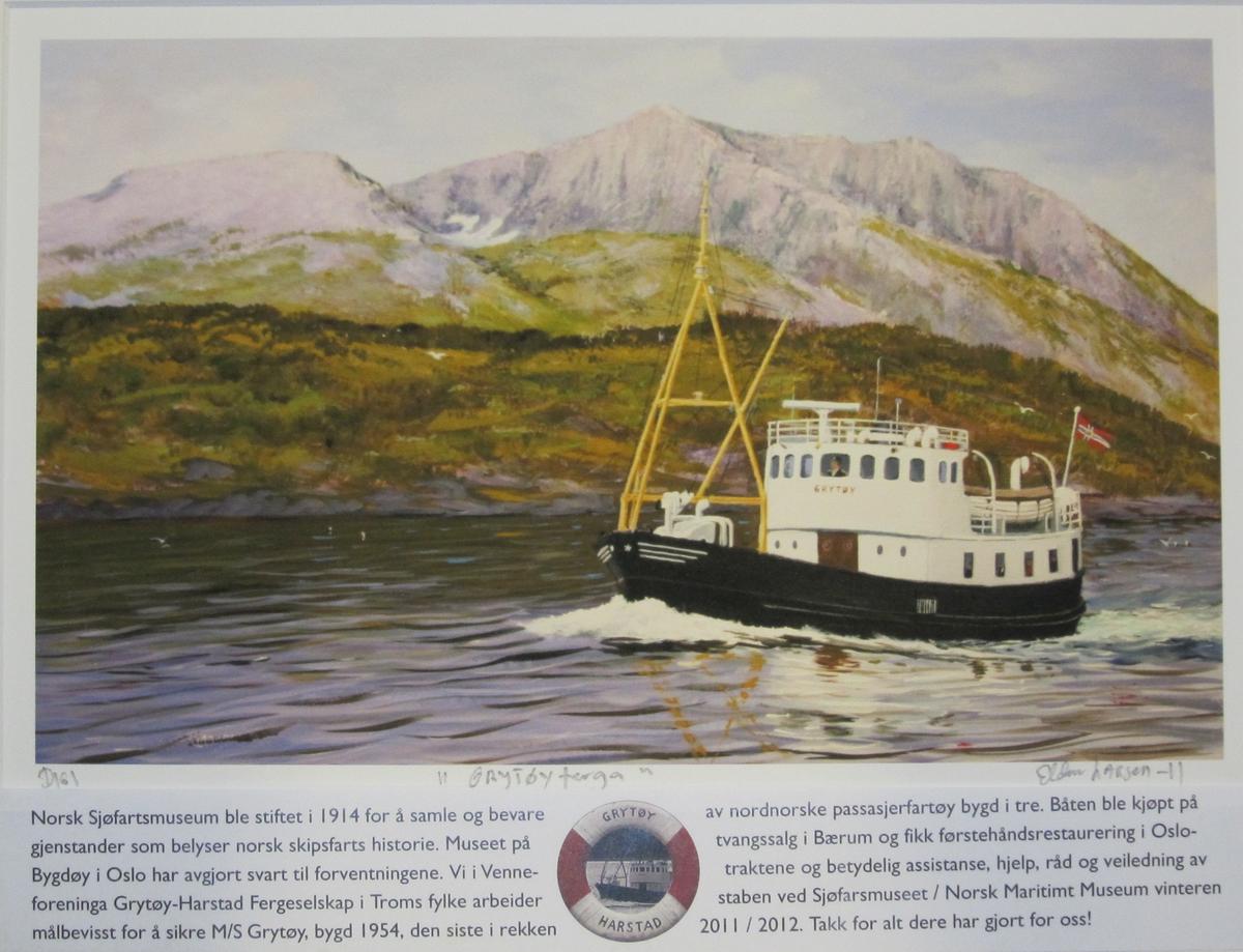 """Forestiller """"Grytøy"""" under fart i maksvær med nordnorsk landskap i bakgrunnen. """"Grytøy"""" , bygd 1954, er den siste i rekken av nordnorske passasjerfartøyer bygd i tre."""