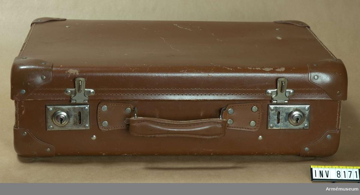 Samhörande nr är AM 8151 - 8199. Väska. Unika-typ.Remmar i tyg.Ur fotomaterielsats 7.