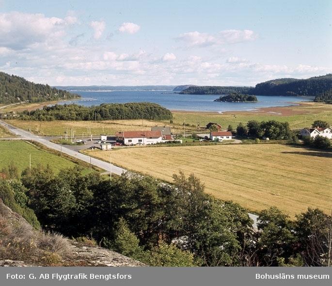 """Enligt AB Flygtrafik Bengtsfors: """"Rotviksbro Bohuslän"""".   ::"""