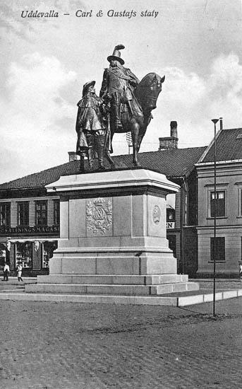 Karl X Gustafs-statyn, Uddevalla. Förlag Ingeborg Lundins Pappershandel, Uddevalla - Import.