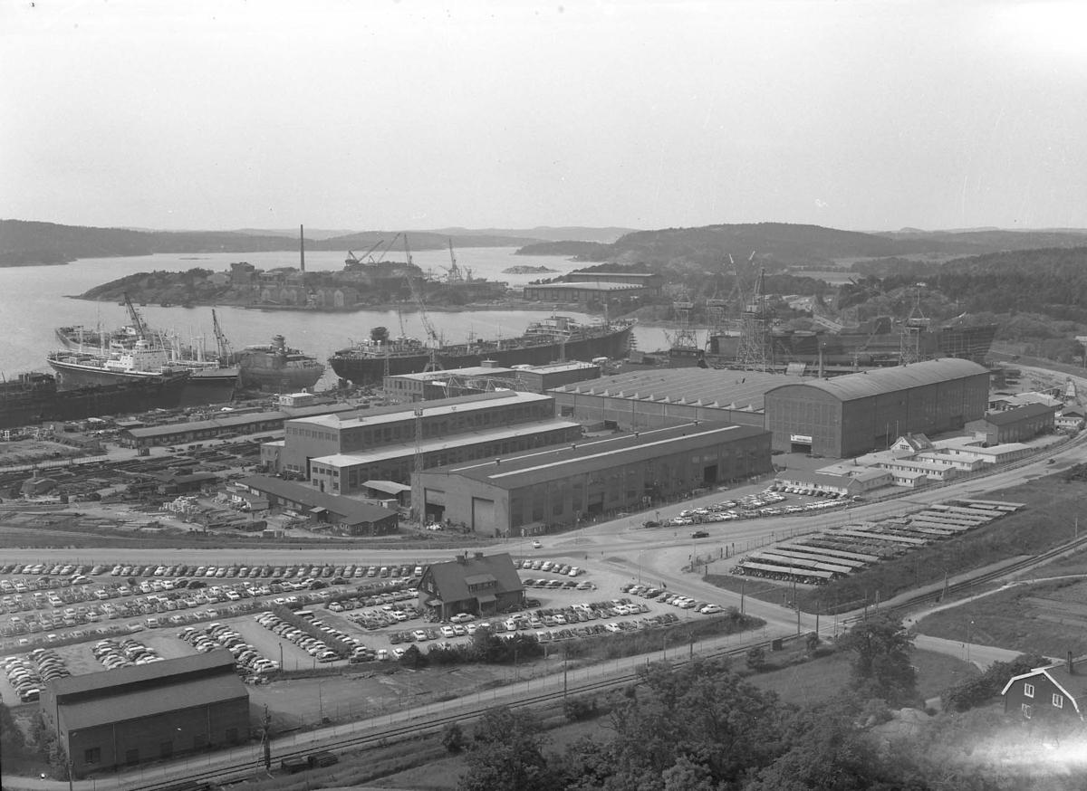 Vy från Brattåsberget över varvet.