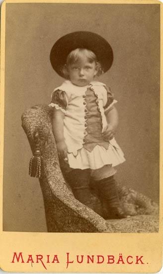 """Text på kortets baksida: """"William Allan Stranne, född den 27 januari 1883. Skeppsredare i Göteborg""""."""