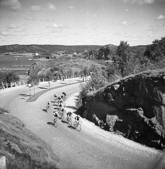 Cykeltävlingen Bohusrundan den 20 augusti 1948 passerar Hästepallarna