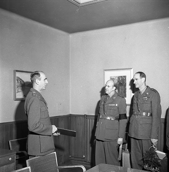 """Enligt notering: """"FO Överste avgår Okt 1951""""."""