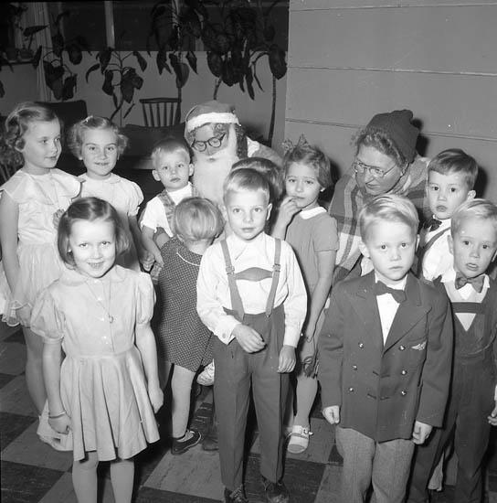 """Enligt notering: """"Barnfest Tigerrestauranten jan 1956""""."""