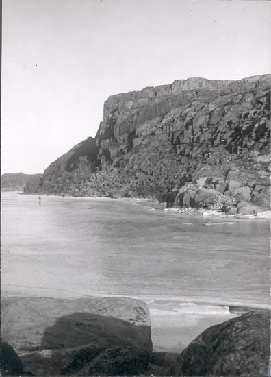 """Noterat på kortet: """"HOVENÄSET. (BORGEBRATTA)""""  """"FOTO (D96) DAN SAMUELSON 1924. KÖPT AV DENS. DEC. 1958.""""."""