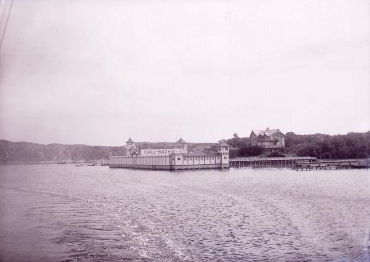 """Enligt text som medföljde bilden: """"Kallbadhuset Styrsö 4/9 08""""."""