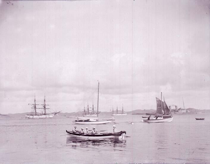 """Enligt text som medföljde bilden: """"Skolfartyg och skepps, båt, Segelbåt 1907."""""""