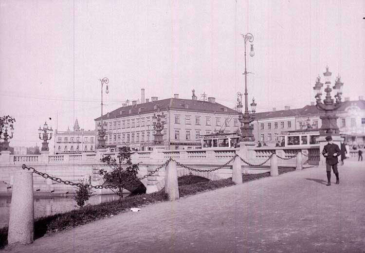 """Enligt text som medföljde bilden: """"Göteborg. Kungsportsbron 16/10-27/10 04."""""""