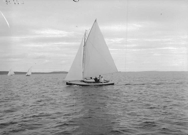 """Enligt text som medföljde bilden: """"LSS 08 på Käringöfjorden 5/7 08"""". ::"""