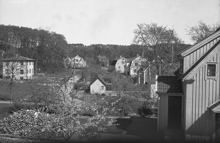 """Enligt fotografens noteringar: """"1950. Vy från O. Wallins fönster. Möe."""""""