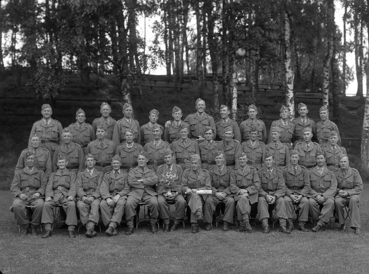 "Enligt fotografens noteringar: ""? Wassberg Folkets Park Militärer."""