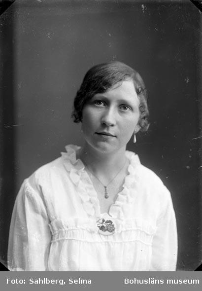 """Text som medföljde bilden: """"Judit Mattsson?.."""" Uppgifter från Munkedals HBF: """"J. Mattsson, dotter till handelsman Otto Mattsson, Hagafors. J var telegrafstationsföreståndare."""""""