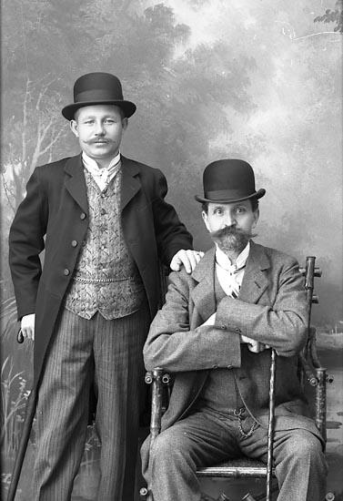 """Enligt fotografens journal Lyckorna 1909-1918: """"Åhman, Emil Uddevalla""""."""