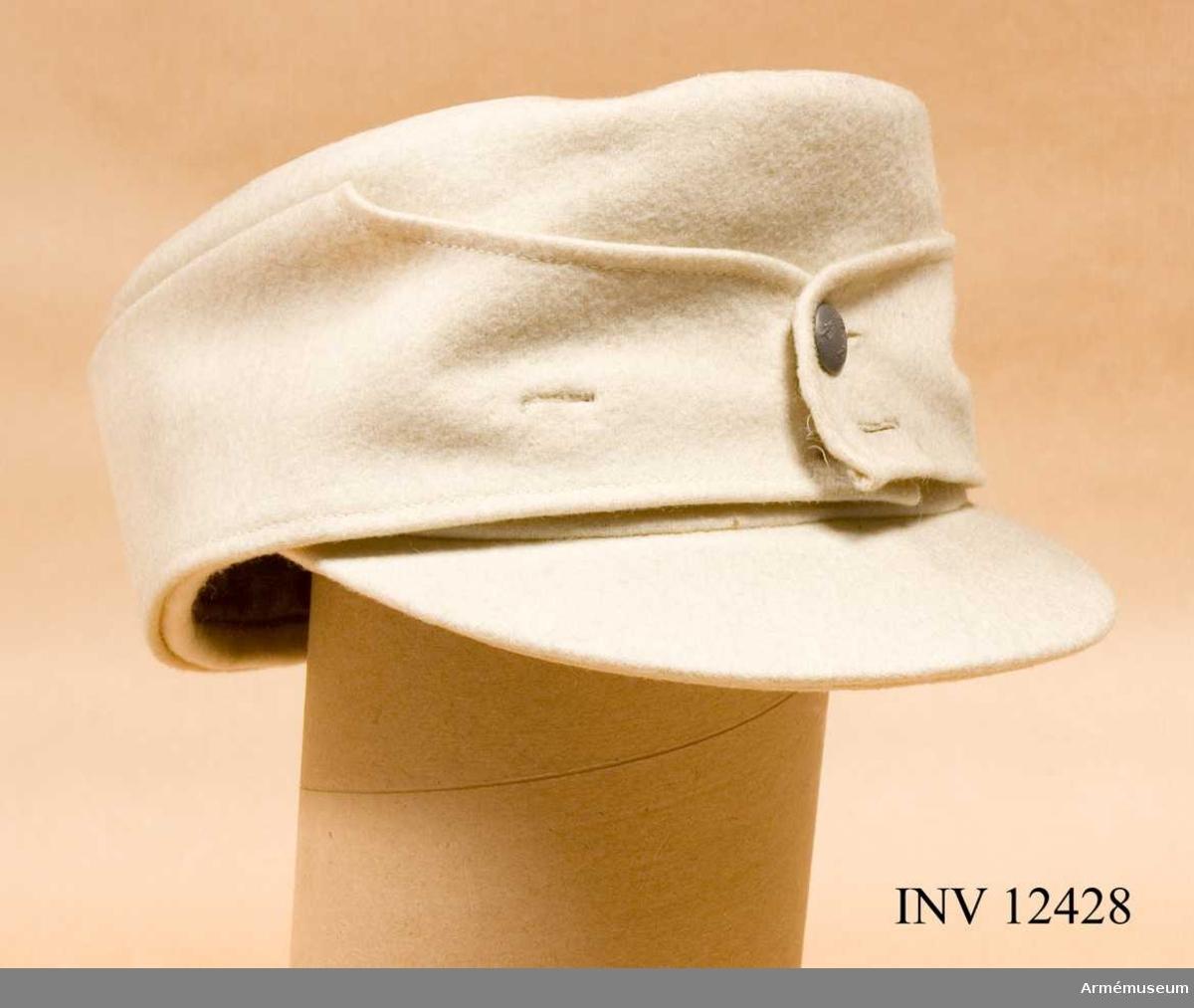 Grupp C I. Arbetsmodell å överdragsmössa fm/1941 f vinterbruk. Fastställd gm intendenturdepartementets beslut den 14jul 1941, dnr 3415 utr.