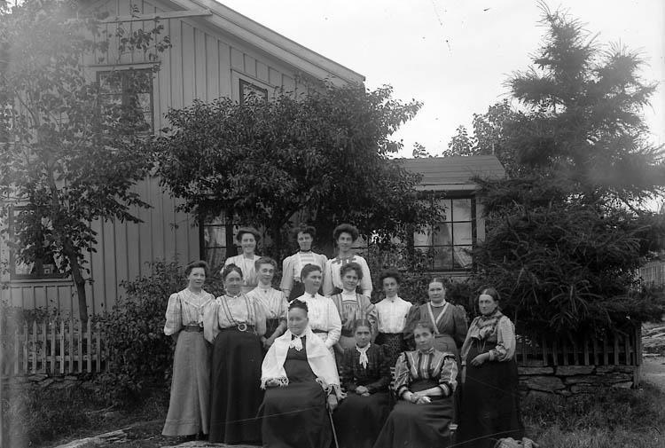 """Enligt fotografens journal nr 1 1904-1908: """"Landberg, Fr. Jeanette""""."""