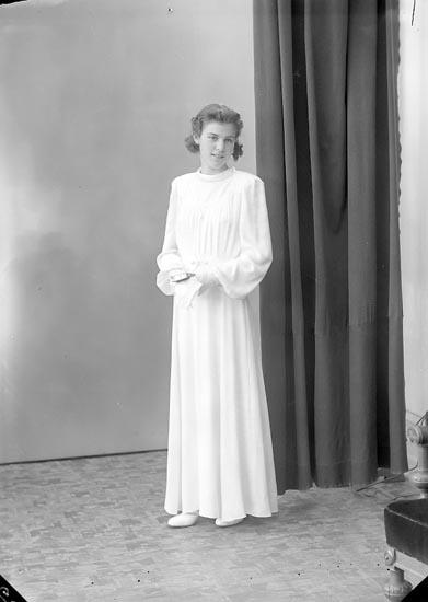 """Enligt fotografens journal nr 6 1930-1943: """"Karlsson, Lolo Stenungsund""""."""
