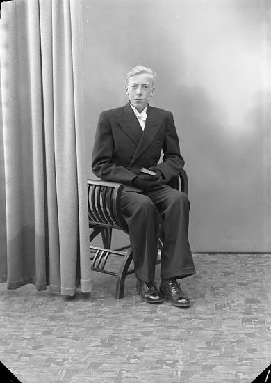 """Enligt fotografens journal nr 6 1930-1943: """"Johansson, Anders, Starrkärr Ödsmål""""."""