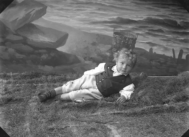 """Enligt fotografens journal nr 3 1916-1917: """"Göransson, Doktorinnan (Tom) Hospitalet Gbg""""."""