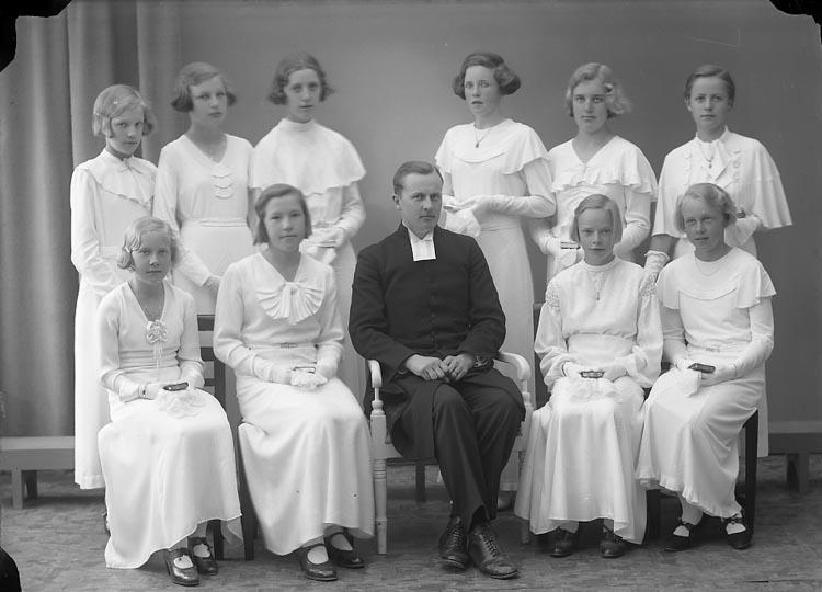 """Enligt fotografens journal nr 6 1930-1943: """"Läsbarnen Pastor J. Berntsson Norum""""."""