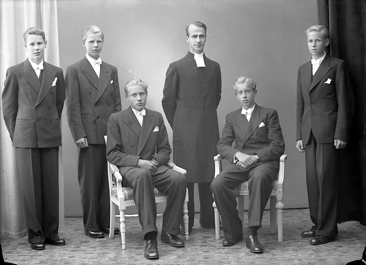 "Enligt fotografens journal nr 6 1930-1943: ""Rhedin, Pastor Privat Konfirm. Här""."