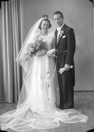 """Enligt fotografens journal 7 1944-1950: """"Björck, Ingeniör Uno Idrottsv. 8 Thtn""""."""