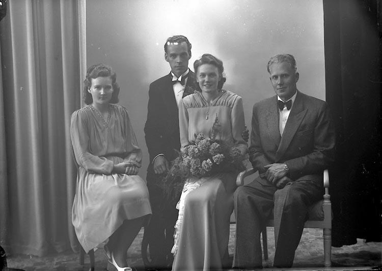 "Enligt fotografens journal nr 7 1944-1950: ""Carlsson, Herr John Bageriet, Svenshögen""."