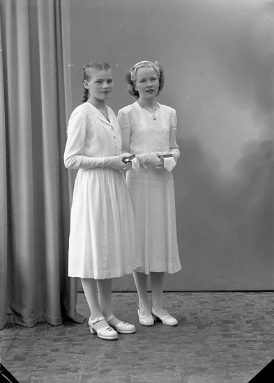 "Enligt fotografens journal nr 7 1944-1950: ""Larsson, Ingegerd o Gunvor Adolfsson Ucklum""."