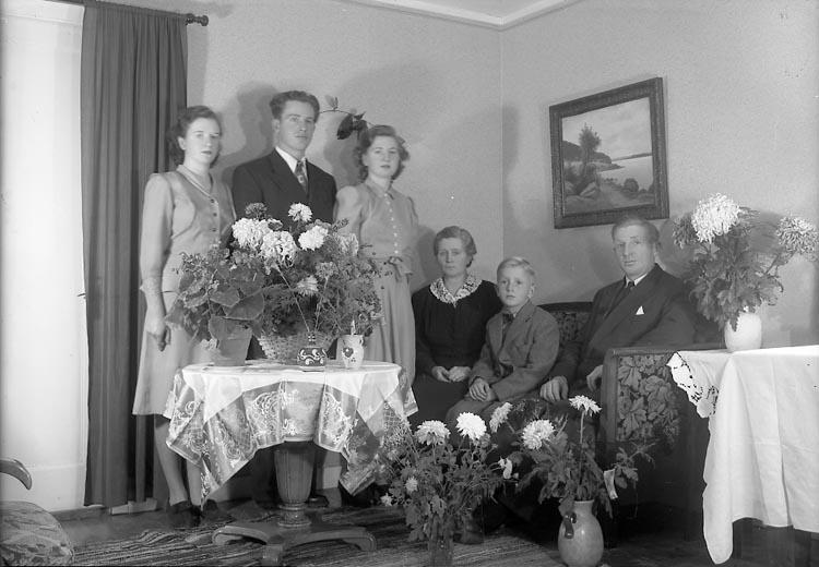 "Enligt fotografens journal nr 7 1944-1950: ""Herr Georg Andersson Stenung Stenungsund""."