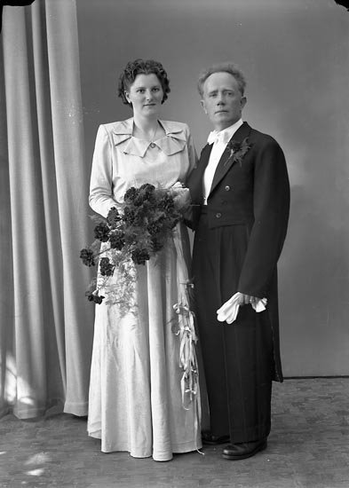 "Enligt fotografens journal nr 8 1951-1957: ""Karlsson, Herr John, Narveröd, Kleva Orust""."