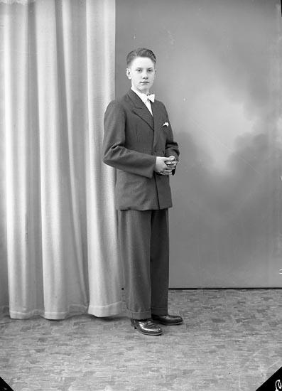 "Enligt fotografens journal nr 8 1951-1957: ""Oskarsson, Sture Krontofta Ödsmål""."