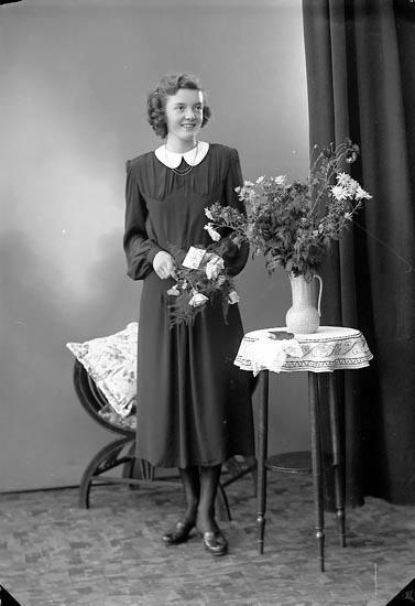 """Enligt fotografens journal nr 6 1930-1943: """"Johansson, Anne Britt, Känstorp""""."""