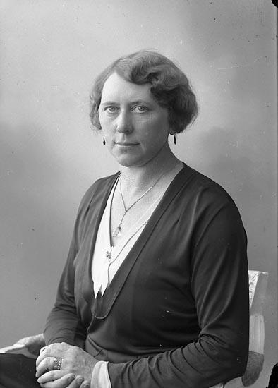 "Enligt fotografens journal nr 6 1930-1943: ""Wikloff, Fr. Hulda Sofiag. 58, Gbg""."