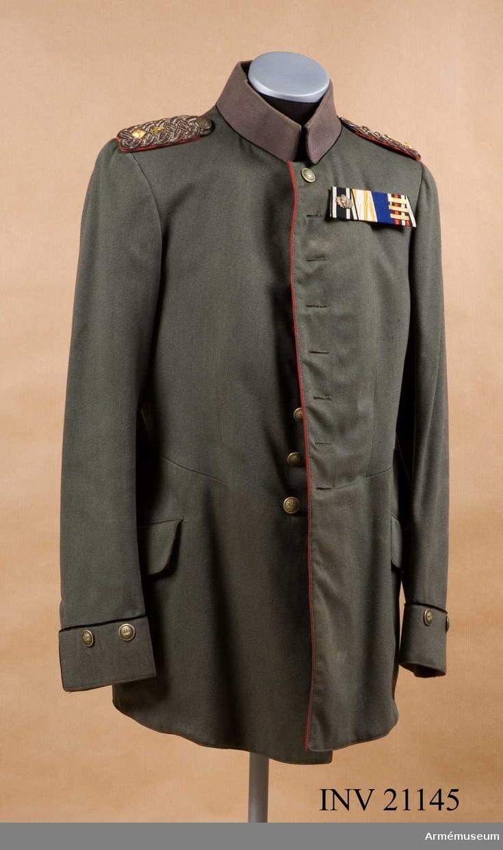 Grupp C II. Ur uniform för officer vid fältartillerireg:t Prinz-Regent Luipold v Bajern (Magdeburg) Nr 4, IV Armékåren, Tyskland. Buren av Oberleutnant Hans v Landwüst.Tillverkad i Magdeburg 1914-09-12.