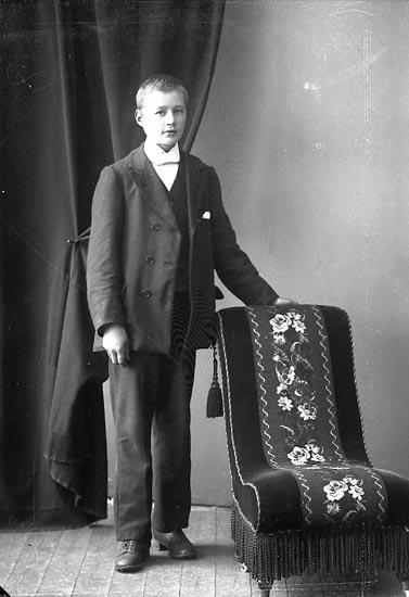 """Enligt fotografens journal nr 4 1918-1922: """"Ahlqvist, Karl Söbacken, Här""""."""