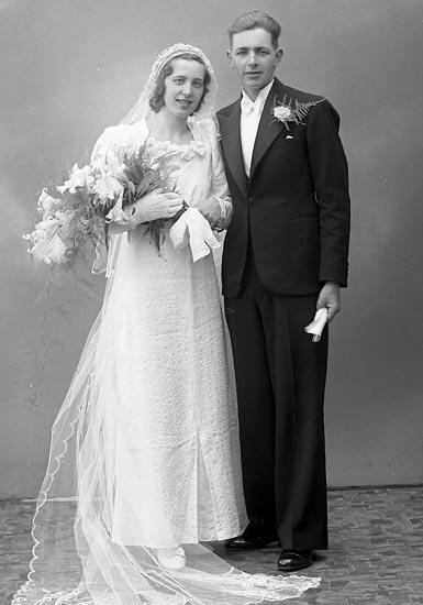 "Enligt fotografens journal nr 6 1930-1943: ""Hansson, Herr Gustaf Skåpesund Varekil""."