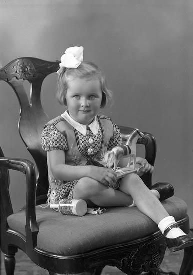 "Enligt fotografens journal nr 6 1930-1943: ""Larsson, Eivor Lundby, Spekeröd""."