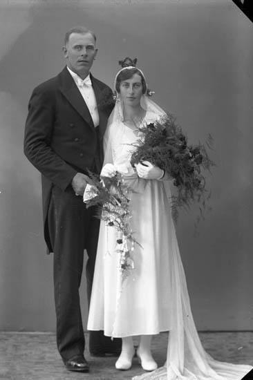 """Enligt fotografens journal nr 6 1930-1943: """"Olsson, Ernst Säfvelycke, Jörlanda""""."""