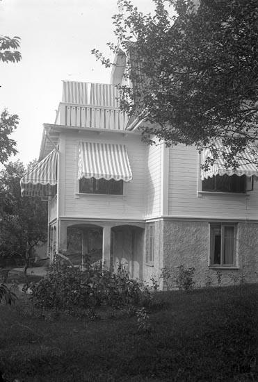 """Enligt fotografens journal Lyckorna 1909-1918: """"Lindkvist, Villan Lyckeberg""""."""