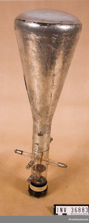 Grupp H II Till 1 W bärbar radiostation m/1929. Tillbehören är en sändare, en mottagarelåda, en materiellåda, en batterilåda, en ramantenn i fodral och en väska med åtta kondensatorer. Bilaga.  Samhörande nr AM.38827-41