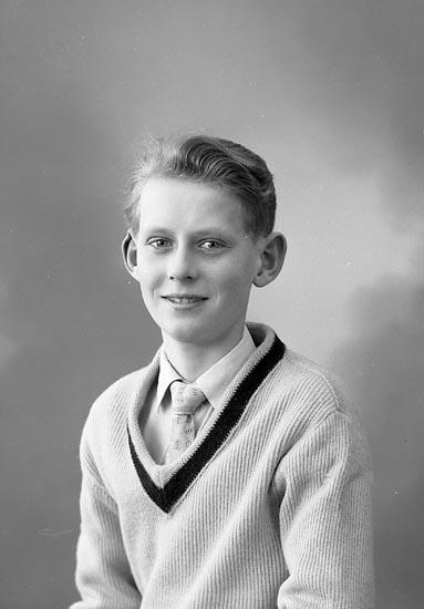 "Enligt fotografens journal nr 9 1958-: ""Linusson, Herr Bernt, Brudhammar Stenungsund""."