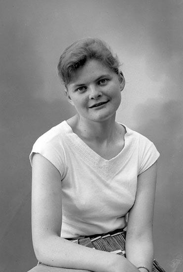 "Enligt fotografens journal nr 9 1958-: ""Andersson, Fr. Karin, Helle, Sibräcka""."