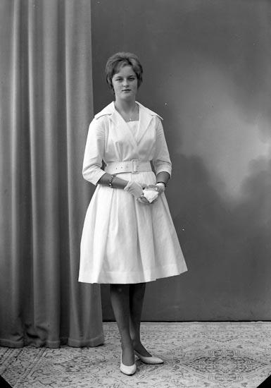 """Enligt fotografens journal nr 9 1958-: """"Berntsson, Fr. Birgitta, Lundby, Varekil""""."""