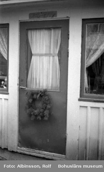 """Enligt fotografens noteringar: """"Gatuadress som påminner om gamla tider. Sillgatan."""" Fototid: 1996 den 12 januari."""