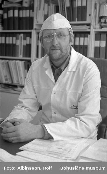 """Enligt fotografens noteringar: """"Bengt- Arne Karlsson, fabrikschef på sillavdelningen.""""  Fototid: 1996-03-14."""