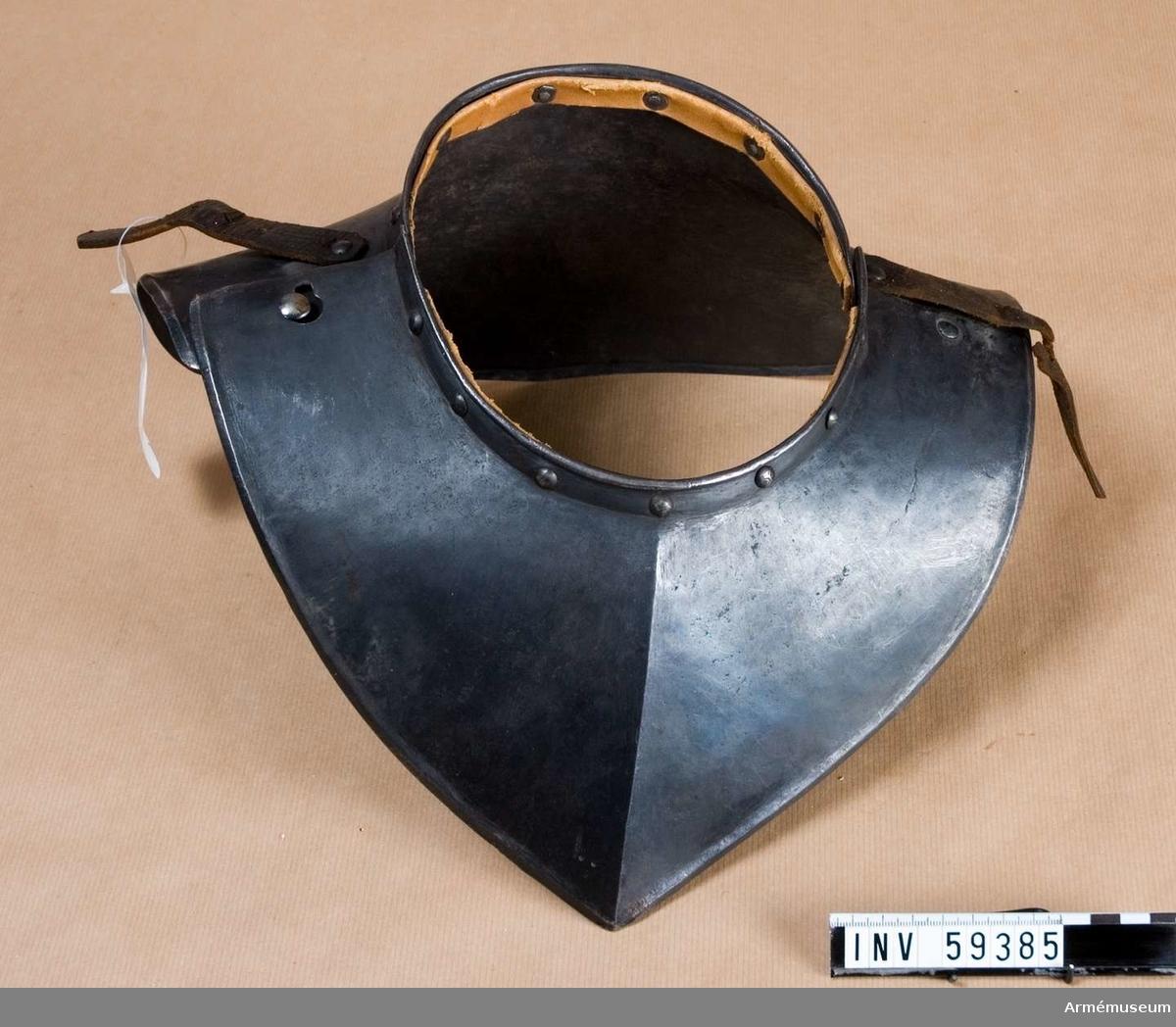 Grupp D IV.  Ur ryttarrustning så kallad halvrustning för kyrrassiär 1600-1650 (30-åriga kriget).