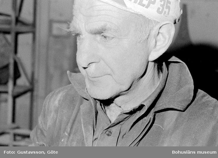 """Motivbeskrivning: """"Gullmarsvarvet AB, på bilden syns Willy Ahlsten."""" DAtum: 19801031"""