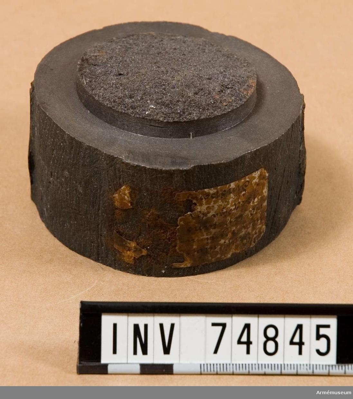 Grupp F V. Provstång, utvisande järnets minimihårdhet och gällande för leverans av 18 stycken. 12-pundiga kanoner m/1833 från Finspong år 1856 (se n:ris 1772 och 1773).