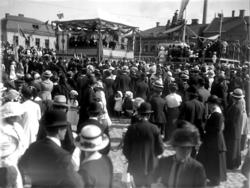 Invigning av dubbelstatyn på Kungstorget i Uddevalla. Kung G